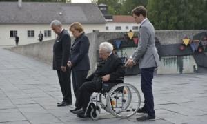 German chancellor Angela Merkel (second left) with Dachau survivor Max Mannheimer (second right).
