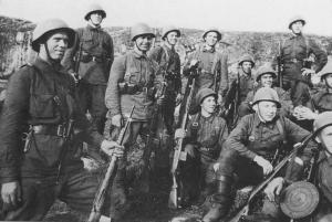 Red Army soldiers equipped with SVT40.