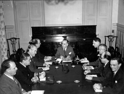 Getúlio Vargas having a meeting with his ministers after the Axis declaration of war.