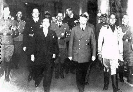 Emissary from Japan (on the left) and from Italy (on the right) accompanied by the german dictator Adolf Hitler after signing the Tripartite Pact.