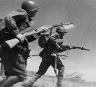 Soviet infantry charging with SVT40 rifles.
