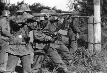 SVT40 being used by german soldiers.